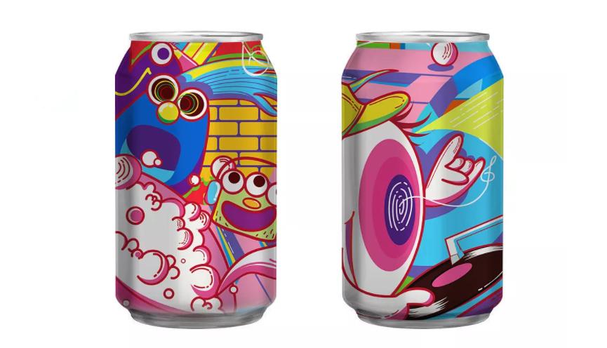 冰箱里的罐装啤酒
