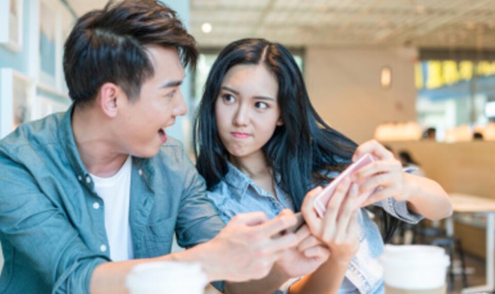 王K和小蕾的对话